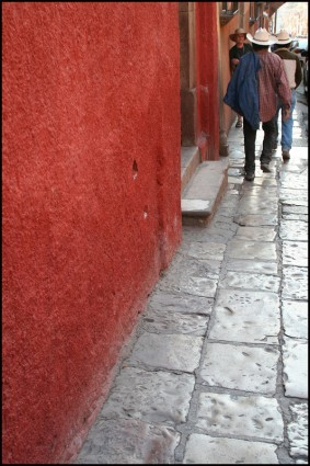 Red wall, San Miguel